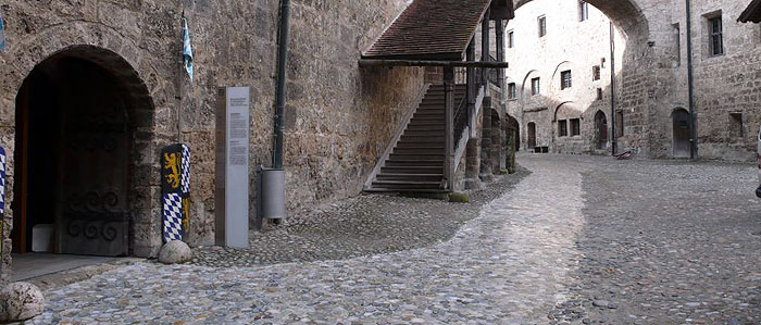 Picture: Barrier-free pathway in the area of the main castle